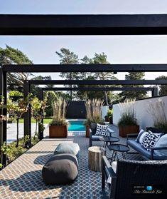 Villa J / Johan Sundberg. Love this open version of a pergola. Outdoor Decor, Outside Living, Outdoor Rooms, Exterior Design, Pergola Designs, Garden Inspiration, Outdoor Design, Exterior, Beautiful Villas