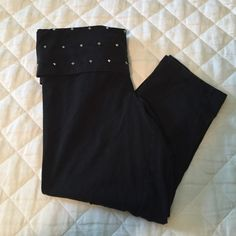 PINK studded cropped leggings size small. good condition. show minor wear bc the black is a little faded but other than that all the studs are still intact. Victoria's Secret Pants Leggings