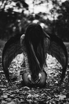Fallen Angel by WilViruxard - Nail Design Ideas! wallpaper gothic Fallen Angel by WilViruxard - Nail Design Ideas! Dark Fantasy Art, Fantasy Kunst, Dark Angels, Angels And Demons, Fallen Angels, Fallen Angel Wings, Fallen Angel Tattoo, Sad Angel, Angel And Devil