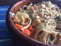 Here is a simple and quick recipe for making Chinese stir- fried noodles. Best thing about the recipe is that it can be customized to suit your taste. East Indian Food, Indian Food Recipes, Ethnic Recipes, Noodle Bowls, Quick Dinner Recipes, Chinese Food, Noodles, Dinner Ideas, Spaghetti