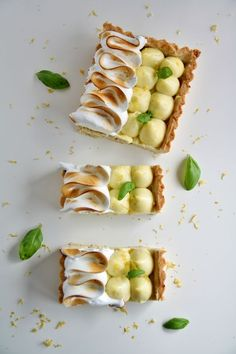 Lemon meringue pie w/ Thyme or rosemary in the pastry Tart Recipes, Sweet Recipes, Dessert Recipes, Cooking Recipes, Sweet Pie, Sweet Tarts, Delicious Desserts, Yummy Food, Lemon Meringue Pie