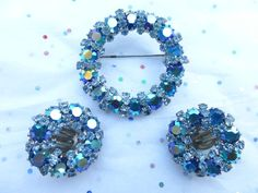 Signed Weiss brooch and clip on earring set in shades of blue R98 #Weiss