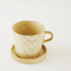 Cup of wood. The Japanese and wooden products, such a golden match.