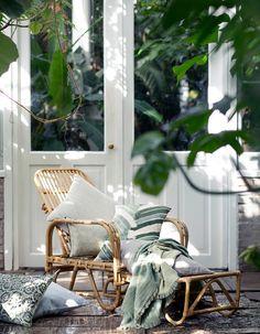 Outdoor Living Broste Copenhagen Spring 2016 by Marie Graunbøl Outdoor Rooms, Outdoor Chairs, Outdoor Living, Outdoor Lounge, Lounge Chairs, Outdoor Life, Exterior Design, Interior And Exterior, Exterior Paint