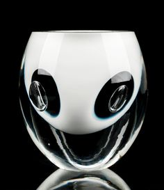 Timo Sarpaneva (Finnish, Claritas vase, Manufactured by Iittala, Finland. Glass Design, Design Art, Outside Furniture, Types Of Furniture, Marimekko, Blown Glass, Sculpture Art, Scandinavian, Glass Art