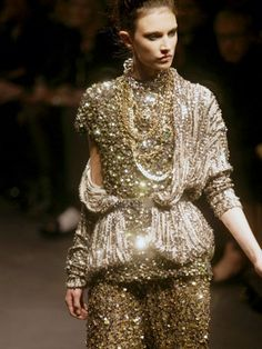 via By Sasha - Lanvin Spring/Summer 2010 Gold Fashion, Fashion Details, High Fashion, Womens Fashion, Paris Fashion, Unique Fashion, Fashion Shoes, Fashion Trends, Lanvin
