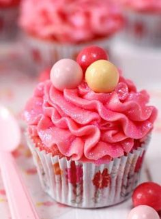 Bubble Gum Cupcakes Recipe   Diary of a Sugar Addict