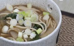 Preparare in casa la Zuppa di Noodles con Cavolo Cinese e Bambu con la ricetta di farinadelmiosacco.com #ricette #cinese #zuppa #brodo #noodles