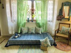 Home Decor Hacks, Easy Home Decor, Home Decor Furniture, Indian Room Decor, Ethnic Home Decor, Blue Living Room Decor, Indian Living Rooms, Indian Home Interior, Aesthetic Room Decor