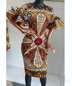 Here are some trending ankara styles that will give you that awesome look you need for your occasions. These ankara dresses are really amazing and looks stylish, the designs are awesome and you really need to try one out. African Fashion Ankara, African Print Fashion, Africa Fashion, African Wear, African Attire, African Prints, African Lace, Ankara Gown Styles, Ankara Dress