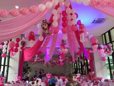 most of us loves pink. look at the ceiling. Balloon Table Centerpieces, Balloon Arrangements, Balloon Decorations, Balloon Pillars, Balloon Arch, Balloons, Balloon Ceiling, Philippines, Birthday Parties
