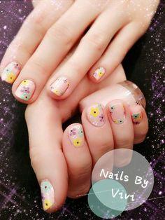 Nail Art by hand #nailart #laclinicadayspa #nailsbyvivi