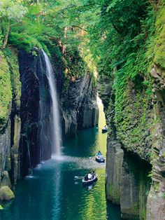 Takachiho,Miyazaki,Japan we would be nothing if this was nothing go green Places Around The World, Oh The Places You'll Go, Around The Worlds, Wow Travel, Japan Travel, Claude Monet, Vincent Van Gogh, Paradise Falls, Need A Vacation