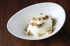 Chef Maria Loi shares with us a delicious Greek yogurt recipe. Learn how to make an awesome Greek yogurt at home. Make Greek Yogurt, Homemade Greek Yogurt, Greek Yogurt Recipes, Cheese Nutrition, Diet And Nutrition, Nutrition Guide, Diet Food List, Food Lists, Greek Diet