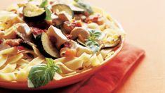 Brie-kasvispasta on raikas, kesäinen pastaruoka. Juusto antaa pastalle ihanaa täyteläisyyttä ja pinnalle ripoteltavat cashewpähkinät rouskuteltavaa. Brie, Pasta Salad, Cantaloupe, Ethnic Recipes, Food, Crab Pasta Salad, Essen, Meals, Yemek