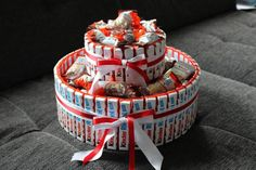 Step by step Phototutorial - Bildanleitung Diy Presents, Diy Gifts, Candy Bouquet Diy, Candy Cakes, Birthday Gifts For Best Friend, Chocolate Bouquet, Chocolate Gifts, Box Cake, Cake Toppers