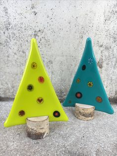 Stained Glass Ornaments, Fused Glass Art, Stained Glass Patterns, Mosaic Glass, Glass Christmas Decorations, Ceramic Christmas Trees, Christmas Crafts, Christmas Balls, Melting Glass