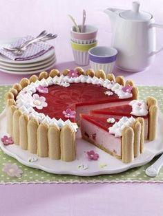 Unser beliebtes Rezept für Erdbeer-Charlotte und mehr als weitere kostenlose Rezepte auf LECKER. No Bake Desserts, Delicious Desserts, Dessert Recipes, Yummy Food, Easy Cookie Recipes, Sweet Recipes, Baking Recipes, Cupcakes, Cake Cookies