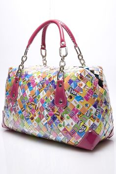 Art from my Heart: Wednesday Wonder-Gum Wrapper Chain to Arm Candy Candy Wrapper Purse, Candy Wrappers, Candy Bags, Recycled Plastic Bags, Recycled Crafts, Candy Buttons, Magazine Crafts, Paper Chains, Tote Handbags