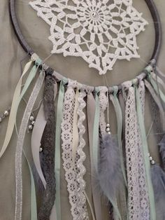 Like the beading on this one Doily Dream Catchers, Dream Catcher Craft, Crafty Projects, Projects To Try, Dreams Catcher, Diy And Crafts, Arts And Crafts, Craft Night, Mobiles