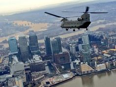 Chinook heading for isle of dogs