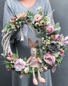 Easter Flower Arrangements, Easter Flowers, Floral Arrangements, Easter Wreaths, Christmas Wreaths, Deco Floral, Diy Easter Decorations, Diy Wreath, Spring Crafts
