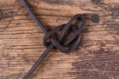 Einen Keltischen Herzknoten knüpfen - Battle-Merchant Blog Knots, Cool Stuff, Diy, Jewelry, Decor, Craft, Jewerly, Diy Necklace, Diy Crafts Home
