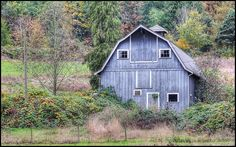 I love barns, this blue one is one of my favorites