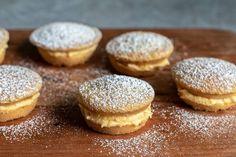 Pie maker mini custard sponge cakes Sponge Cake Easy, Sponge Cake Recipes, Snacks To Make, Food To Make, Cooking Time, Cooking Recipes, Easy Recipes, Easy Pie, Mini Pies