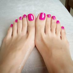 Classy feet Miss Audrey I love coloring it bright. Makes it so much more delicious when i look at it. so sweet and sofftttttt Foot Pedicure, Manicure Y Pedicure, Pedicures, Pretty Toe Nails, Pretty Toes, Feet Soles, Women's Feet, Nice Toes, Feet Nails