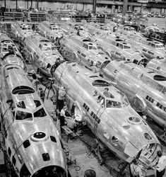 Title:Boeing aircraft plane, Seattle, Washington. Production of B-17F (Flying Fortress) bombing planes. Fuselage section. Date: December 1942 Photographer: Andreas Feininger Source: