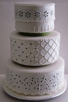 White and Green Eyelet Lace cake - not only the right pattern but good color as well