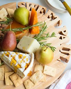 How to Make the Perfect Cheeseboard! - http://www.sweetpaulmag.com/food/how-to-make-the-perfect-cheeseboard #sweetpaul