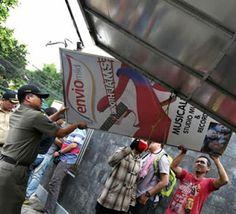 Il Pollaio delle News: Jakarta toglie tutti i cartelloni pubblicitari del...