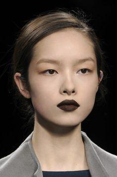 Dark brown lipstick and a bare face, classic and pretty. Lip Makeup, Beauty Makeup, Hair Beauty, Makeup Geek, Makeup Inspo, Makeup Inspiration, Makeup Ideas, Looks Halloween, Asian Eye Makeup