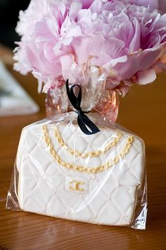 Cookie favors styled to look like Chanel purses