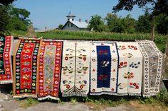 Le village artisanal de Vadu Izei : Bonjour Roumanie Sites Touristiques, Le Village, Artisanal, Romania, Rug, Quilts, Blanket, Places, Holiday