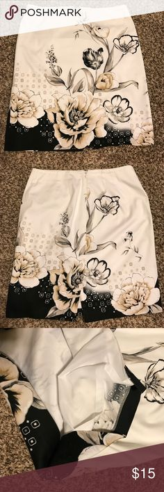 WHBM Skirt Floral Skirt, with lining & back zipper, in perfect condition! White House Black Market Skirts