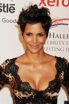 Halle Berry at Jenesse Silver Rose Benefit in Beverly Hills, April Best Bond Girls, Halle Berry Hot, Hale Berry, Hair In The Wind, African American Beauty, Star Wars, Girls Selfies, Short Styles, Girl Short Hair
