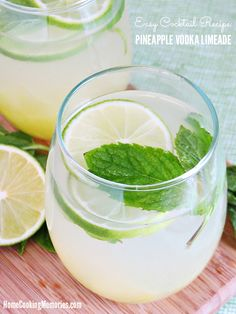 Make this Pineapple Vodka Limeade recipe to enjoy this week. It's an refreshing, easy cocktail recipe that is perfect for summer. Sponsored by @pinnaclevodka  #PinnacleCocktailClub