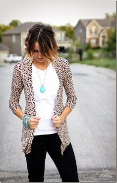 Leopard cardigan paired with turquoise accents and black skinny jeans