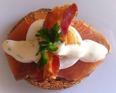 Bruschetta salmone, uova e bacon