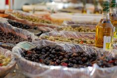 Azeitonas. Azeitona ou oliva é o fruto da oliveira.