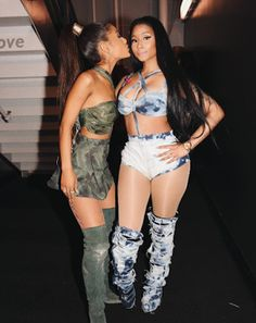 Ariana Grande and Nicki Minaj performs together at the AMA 2016