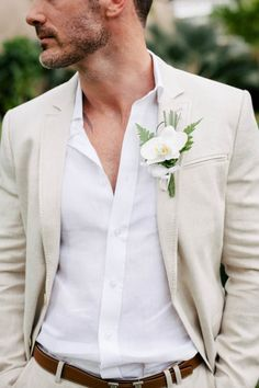 Casual wedding groom, casual groom attire, beach wedding attire for Costume En Lin, Costume Blanc, Costume Beige, Beach Wedding Groom Attire, Beach Groom, Casual Groom Attire, Tan Suits For Wedding, Mens Casual Wedding Attire, Beach Wedding Boutonniere