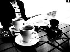 Coffee Chronicles Espresso Coffee, Coffee Cafe, Best Coffee, Drinking Coffee, Coffee Drinks, Coffee Lovers, Black And White, Hot, Mugs
