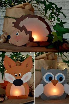 Aus dem Blog der Buntpapierwelt.de Jetzt wird es schon früh am Abend dunkel. Da kommen sie grad recht, die kleinen tierischen Leuchten. Mit ihnen wird das Kinderzimmer schnell wieder gemütlich. Stelle diese lustigen Waldtiere ins Fenster, auf den Schreibtisch oder ins Bücherregal. Und weil sie so schnell und einfach gebastelt sind, kannst Du ruhig ein paar mehr von ihnen aufstellen. Je mehr Waldtiere Du Dir hinstellst, je gemütlicher ist Dein Zimmer. Halloween Decorations For Kids, Halloween Crafts For Toddlers, Autumn Activities For Kids, Paper Decorations, Halloween Kids, Easy Crafts For Kids, Toddler Crafts, Preschool Crafts, Diy For Kids