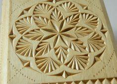 "FancyChip - Tatiana Baldina: ""A gate into a blooming garden"" chip carved box"