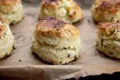 Made these as mini scones - very tasty! - Feta + Chive Sour Cream Scone / joy the baker Sour Cream Scones, Cream Biscuits, Buttermilk Biscuits, Feta, Savory Scones, Joy The Baker, Think Food, Savoury Baking, Tasty
