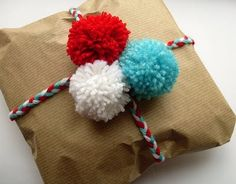 Braid three colors of yarn to wrap around the gift and top with coordinating pom poms made from the same spools of yarn. Bugs and Fishes by Lupin: Gift Wrap Idea: Yarn Plaits Wrapping Gift, Gift Wraping, Wrapping Ideas, Paper Wrapping, Pom Pom Crafts, Yarn Crafts, Paper Crafts, Christmas Wrapping, Christmas Crafts